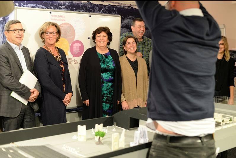 vlnr Ernest Bujok (POF), Patrice Peeters (VOTF), Ingrid Lieten (Minister van Media - 2013), Karen Braeckman (VRT), Koen Dries (LBC-NVK), Jan Vermoesen (mediarte), Karolien Polenus (Unie van Regisseurs)
