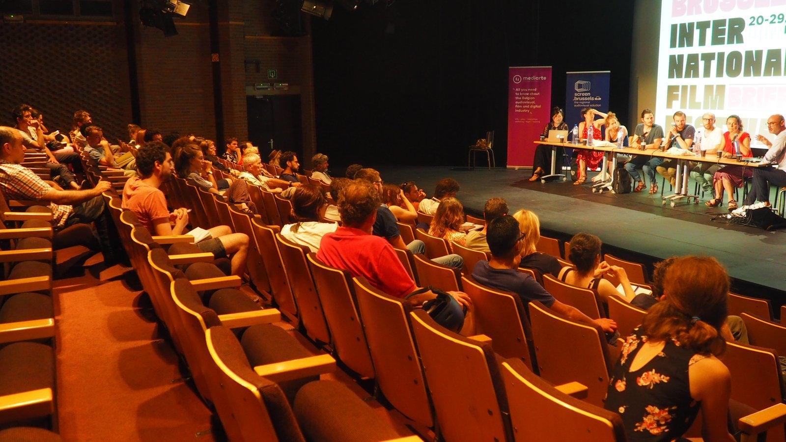 Debat over de arbeidsvoorwaarden in de audiovisuele sector