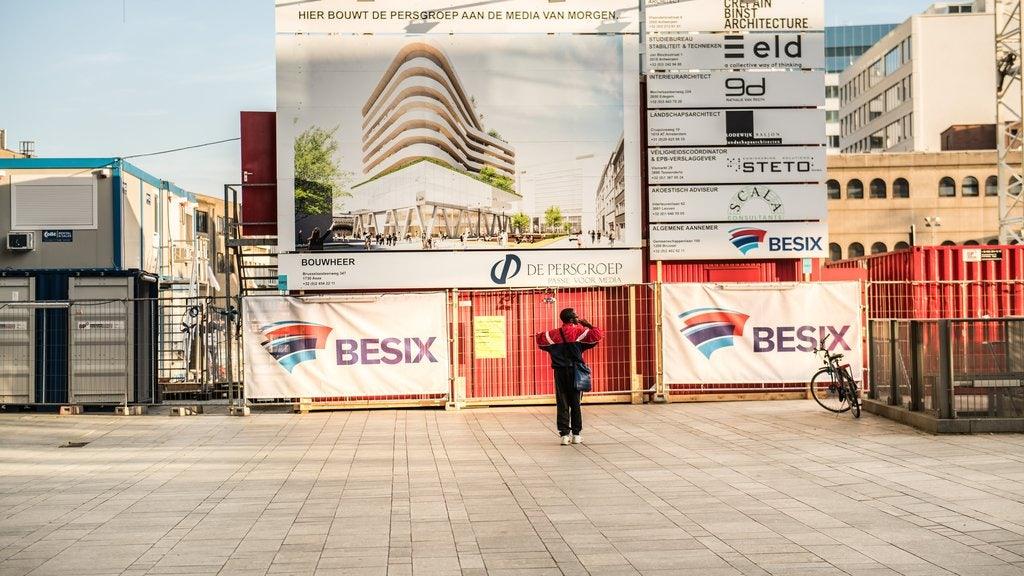 Het gebouw van De Persgroep in Antwerpen is in volle opbouw. ©Dries Luyten